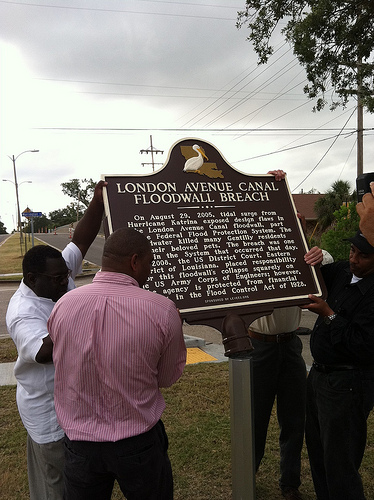 Residents install Historic Plaque at the London Avenue Canal