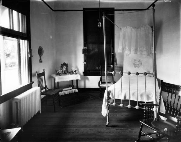 Interior furnishings of a Patient&#039;s Room, Louisiana Leper Home, c. 1916.&lt;br /&gt;<br />
