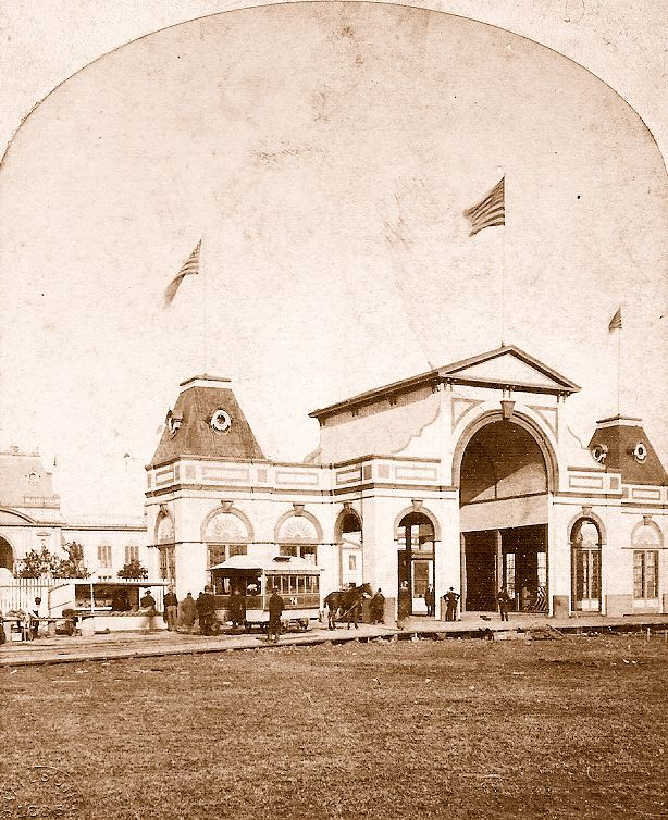 Main entrance to the exposition