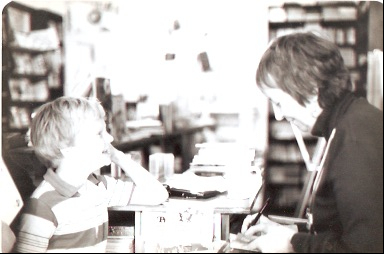 Madeleine L'Engle signs books at the Children's Shop